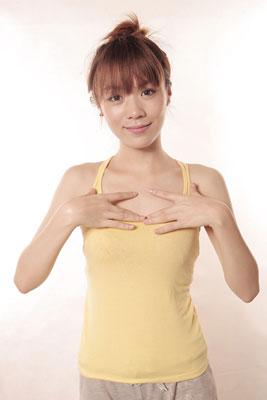 huong-dan-cach-massage-lam-to-nguc-1