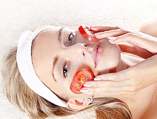 Cà chua đắp mặt cho sáng da