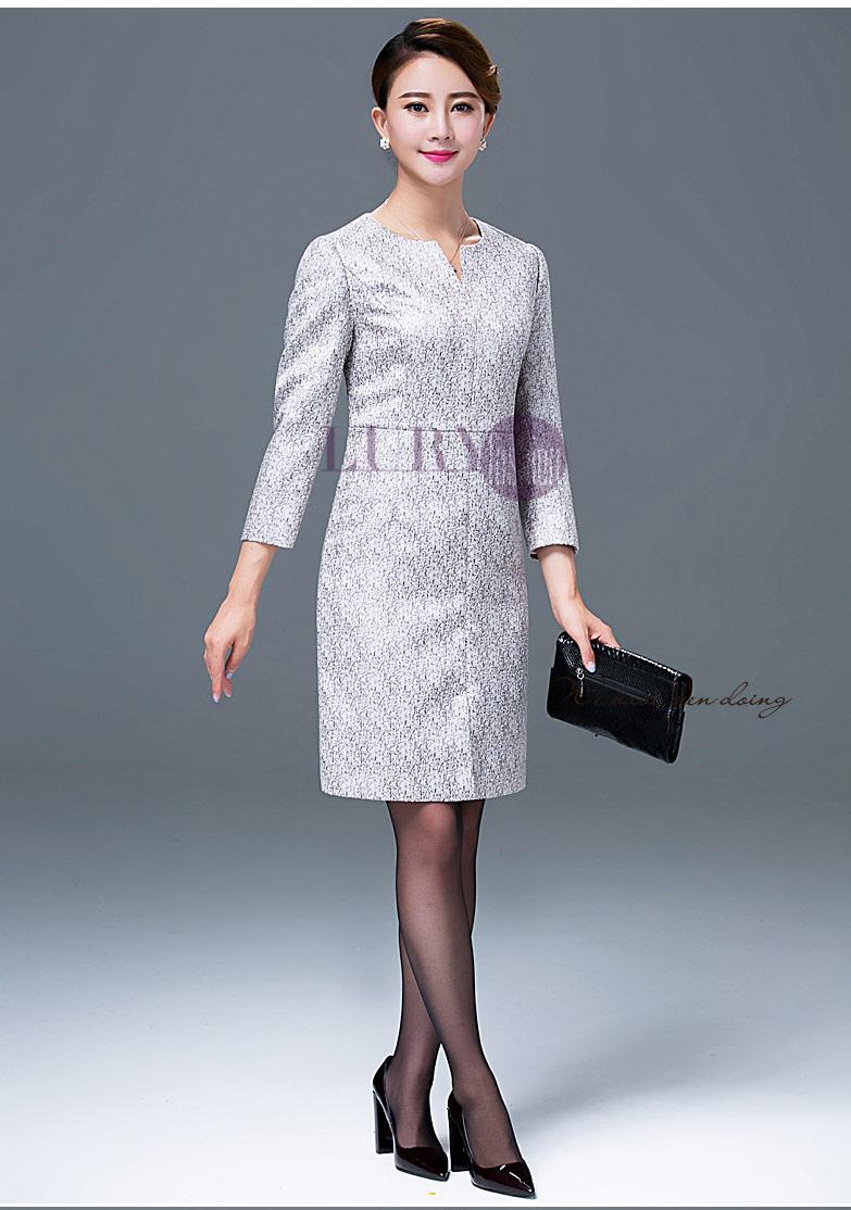 mẫu đầm suông dự tiệc luôn là trang phục phù hợp nhất với các quý cô công sở