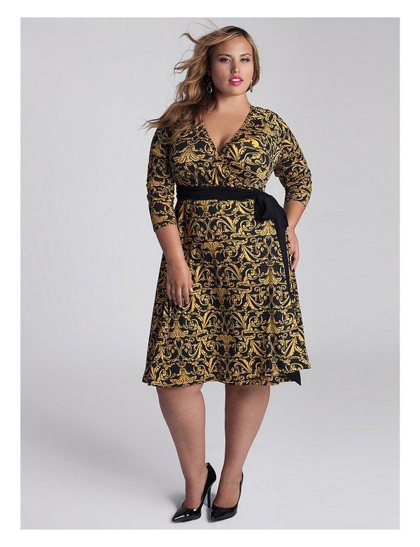 Mẫu váy cổ chữ V làm tăng sức hút quyến rũ cho quý cô