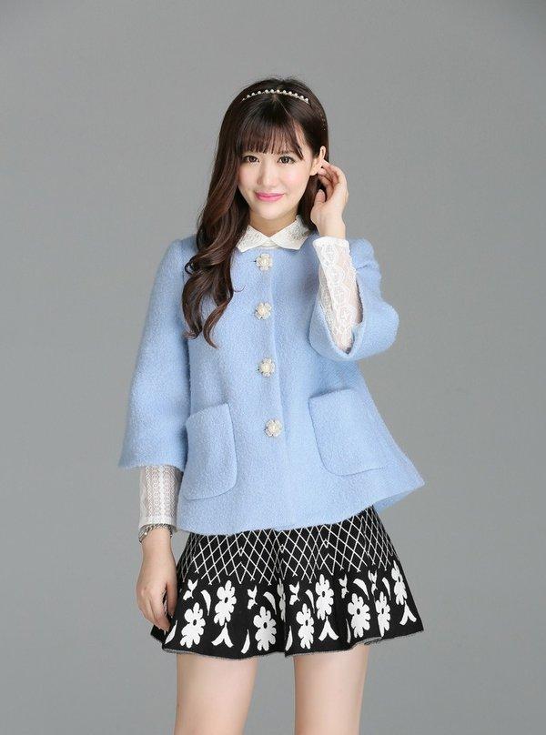Mix cùng chân váy sẽ mang đến cho bạn một style trẻ trung, xinh xắn