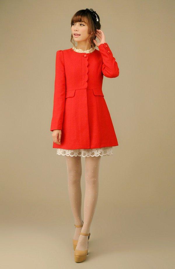 Gam màu đỏ sang chảnh kết hợp váy ren trắng đẹp mắt